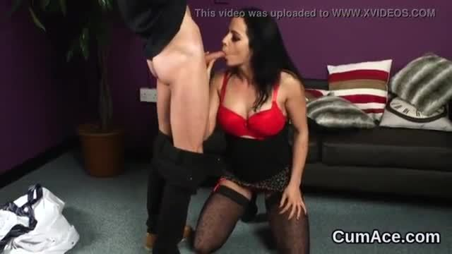 Naughty looker gets cumshot on her face gulping all the jism